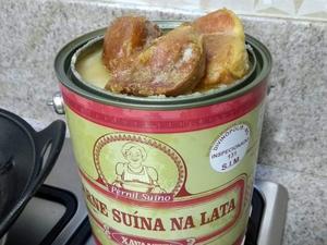 Empresa vende carne de porco conservada na banha, como no tempo da vovó -  18/10/2018 - UOL Economia