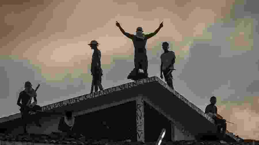 19.jan.2017 - Presos rebelados na Penitenciária Estadual de Alcaçuz (RN); disputa de facções deixou 26 mortos no presídio - Avener Prado/Folhapress