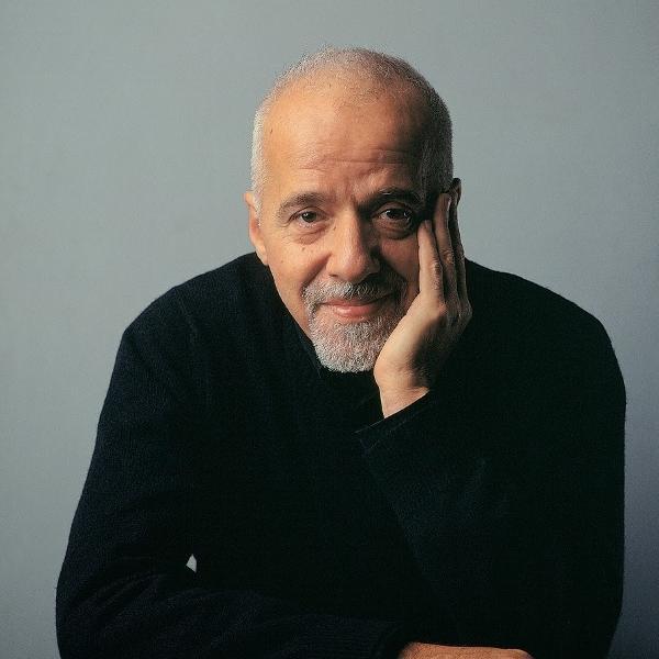 Paulo Coelho ficou entre os assuntos mais comentados do Twitter no Brasil