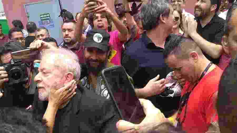O ex-presidente Luiz Inácio Lula da Silva (PT) chega ao Sindicato dos Metalúrgicos do ABC, em São Bernardo do Campo - Bernardo Barbosa/UOL