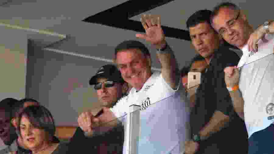 Jair Bolsonaro no estádio Vila Belmiro para acompanhar a partida entre Santos e São Paulo - 16.nov.2019 - Maurício de Souza/Diário do Litoral/Estadão Conteúdo