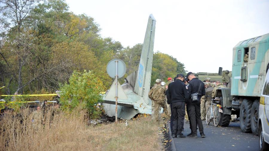 26 pessoas morreram na queda de avião militar na Ucrânia - SERGEY BOBOK/AFP