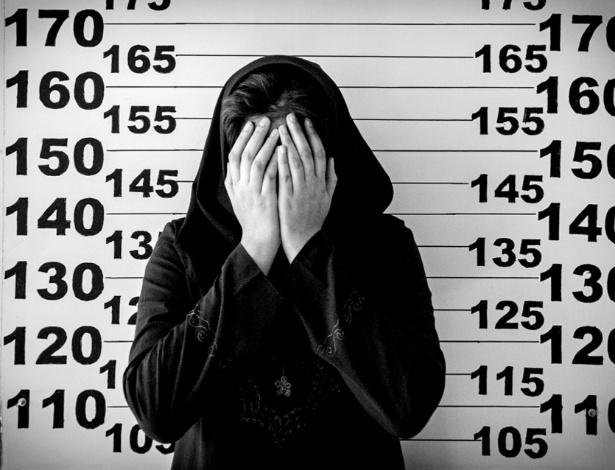 """Jovem no corredor da morte no Irã. Foto é parte da mostra """"Words and pictures from Waiting for Capital Punishment"""", de Sadegh Souri (Palavras e Imagens de Quem Espera pela Pena de Morte)"""