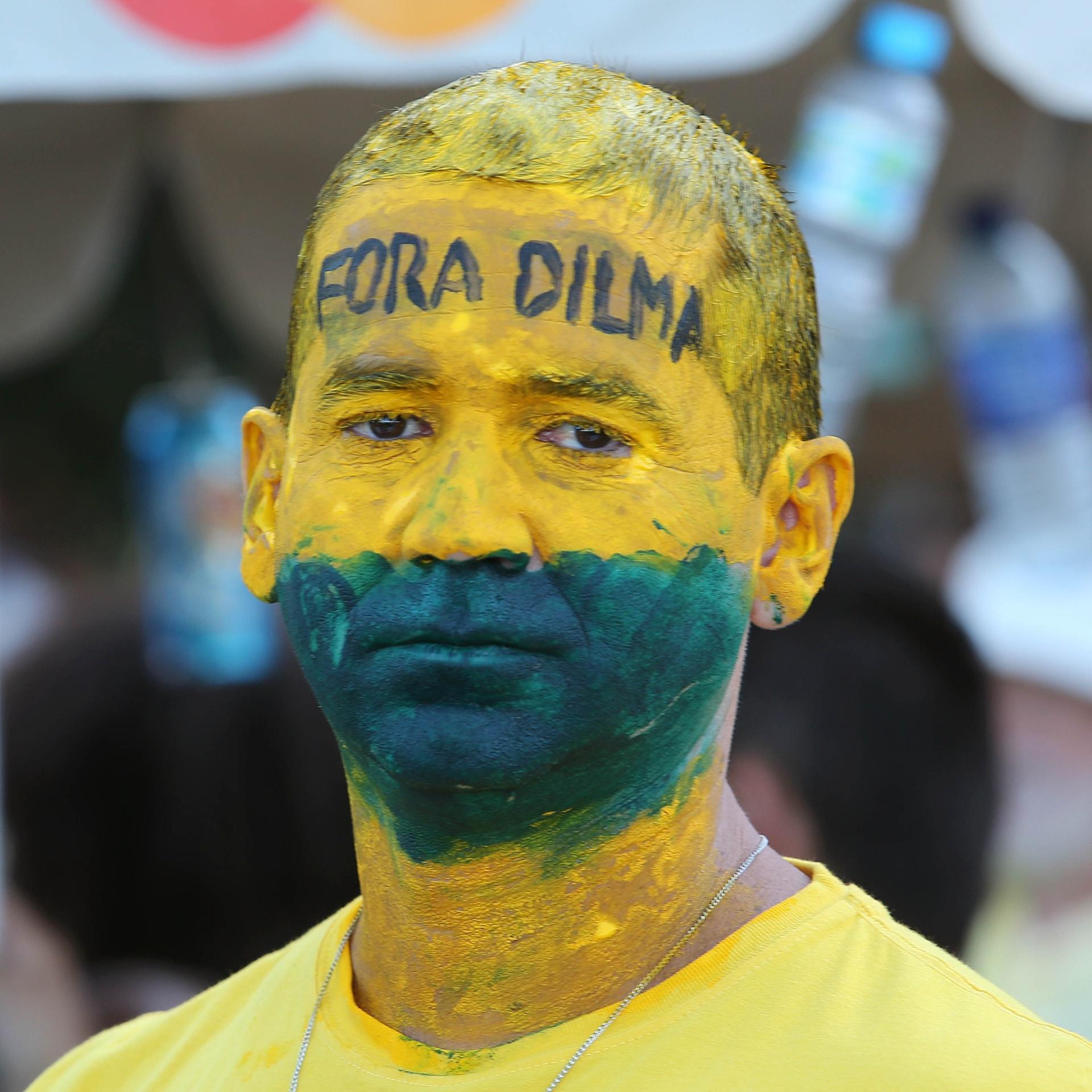 Copa do Mundo 2018  Desempenho da seleção na Copa pode ajudar alguém nas  eleições  - UOL Copa do Mundo 2018 de2b139ea8de0