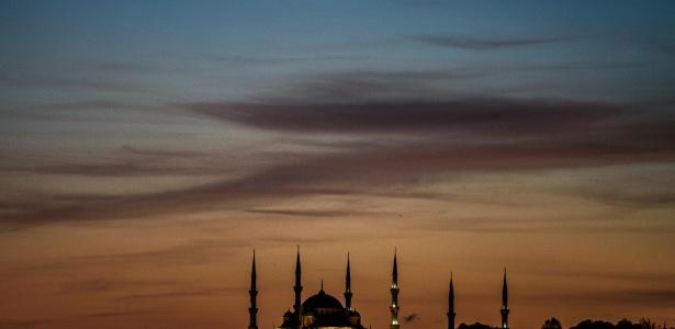 Em 2010, havia 13 milhões de imigrantes muçulmanos nos países da União Europeia - Ozan Kose/AFP