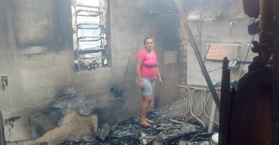 1.mar.2017 - Tamires Cavalcanti, 23, vivia no barraco de dois cômodos atingido por incêndio na favela de Paraisópolis
