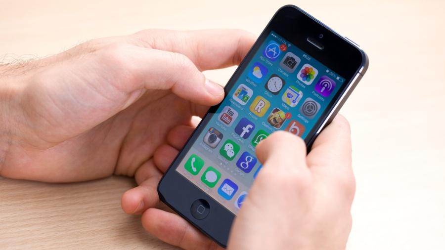 iPhone 5, lançado há sete anos, ainda é o celular de muita gente - Getty Images