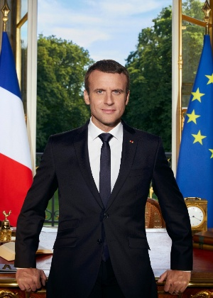 Foto oficial do presidente francês, Emmanuel Macron, no Palácio Eliseu, em Paris