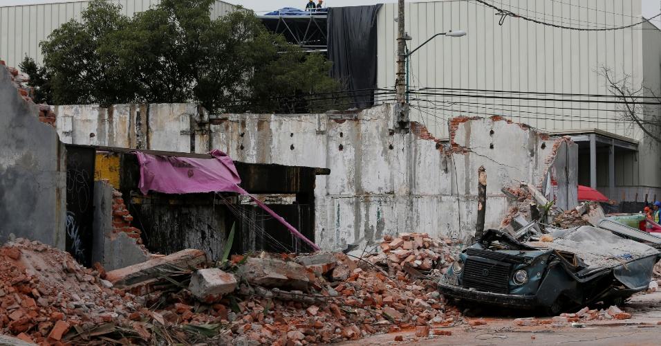 8.set.2017 - Muro não resiste ao terremoto de magnitude 8.2 que atingiu a Cidade do México. Foi o maior tremor no país em 100 anos