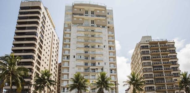 Fachada do prédio Solaris (centro), no Guarujá, que foi controlado pela Bancoop até 2009