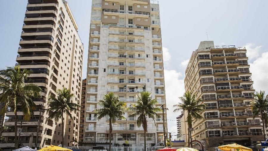 Fachada do edifício Solaris, na praia das Astúrias, em Guarujá, onde fica o tríplex que virou símbolo de uma condenação sem provas, assinada por um juiz incompetente para o caso - Eduardo Knapp/Folhapress