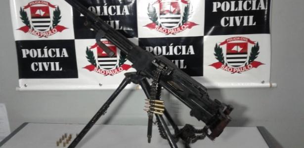 Metralhadora avaliada em R$ 300 mil apreendida por policiais
