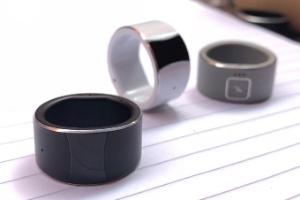 Este anel liga-se ao celular para fazer ligações, pagamentos e muito mais (Foto: Divulgação/Kickstarter)