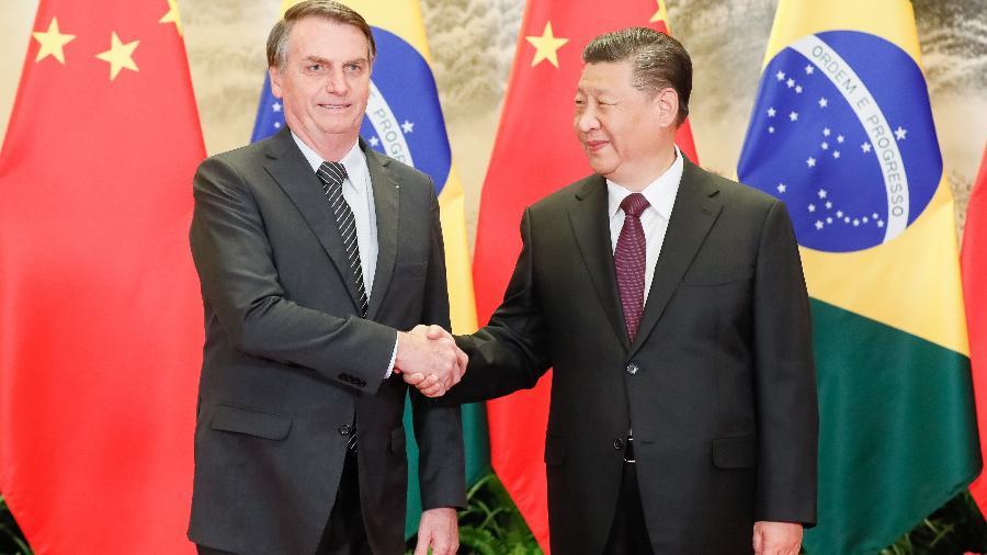 O presidente brasileiro Jair Bolsonaro cumprimenta o presidente chinês Xi Jinping durante sua viagem ao país asiático - Divulgação/Isac Nóbrega/Presidência da República