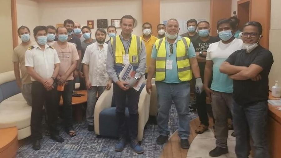 Representantes da Federação Internacional dos Trabalhadores em Transporte (ITF) embarcaram no Ever Given na semana passada para verificar a saúde e o bem-estar da tripulação - ITF