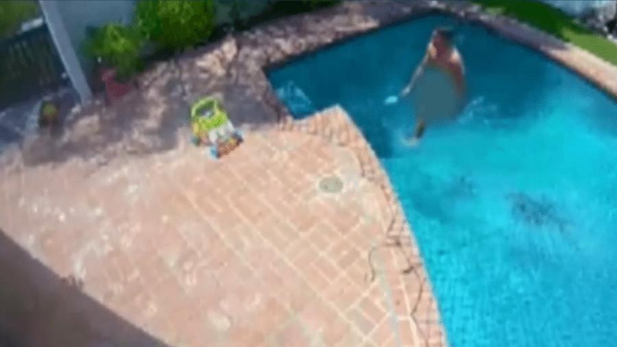 Paul Kiyan, de 34 anos, invadiu uma casa em Bel Air, nadou pelado na piscina e ainda matou os periquitos de estimação dos moradores. Ele foi preso - Reprodução/NBC