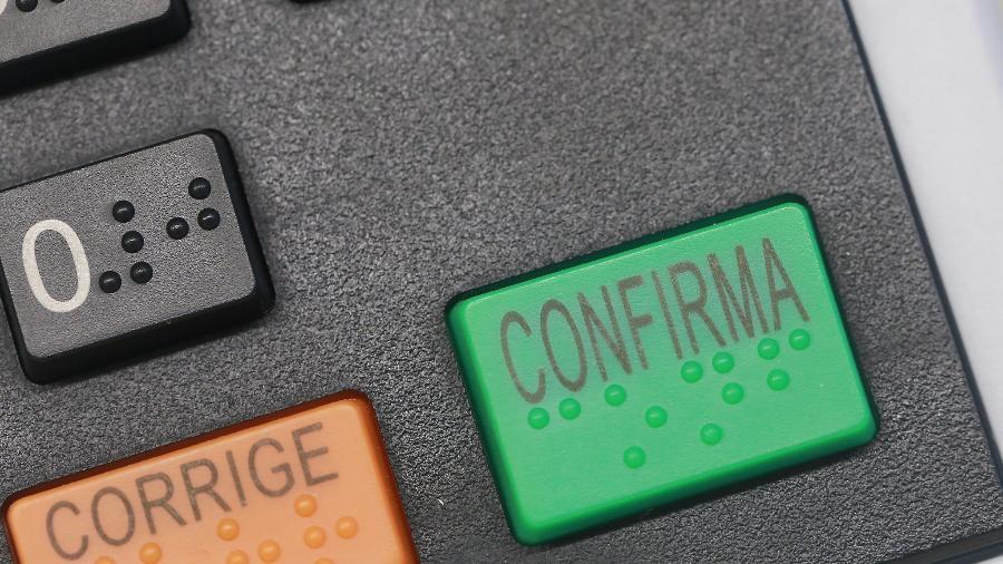 21.out.2020 - Detalhe do botão Confirma da urna eletrônica - Antonio Augusto/Ascom/TSE