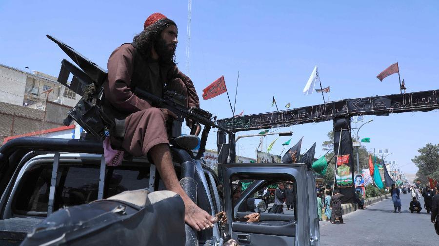 Desde a volta do Talibã, muitos empresários falam em fechar as portas e buscar oportunidades no exterior - Aref Karimi/AFP