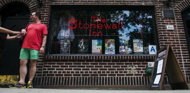 23.jun.2015 - Stonewall Inn se transformou no primeiro lugar a ser designado monumento histórico pelo reconhecimento de sua importância para a comunidade LGBT e para a história de Nova York - Lucas Jackson/Reuters