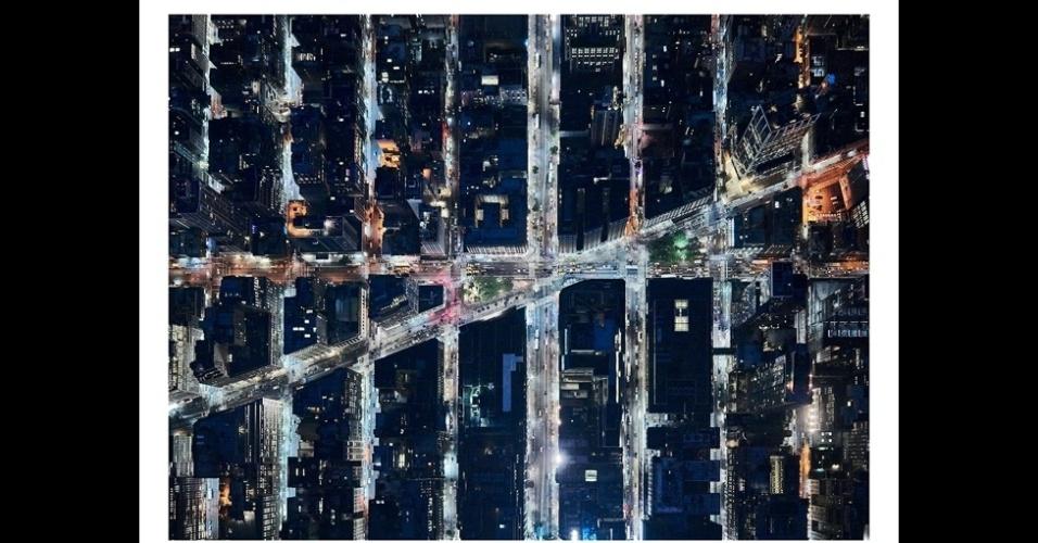 21.set.2015 - O projeto registra vários lugares do mundo vistos sempre de cima. Rose consegue tirar essas fotos pendurado com um equipamento de segurança em um helicóptero