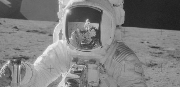 Esta imagem foi feita durante a missão Apollo 12 - a segunda a pousar na superfície da Lua