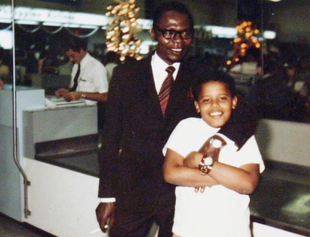 Obama e seu pai em 1974, ano da única visita que o pai fez ao filho após voltar ao Quênia