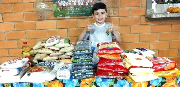 Leonardo Zuanazzi, morador de Quilombo (SC), completou nove anos na quinta-feira (dia 7) e arrecadou 70 quilos de cesta básica