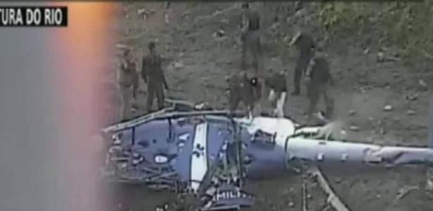 Helicóptero da PM-RJ caiu na Cidade de Deus durante operação contra o tráfico