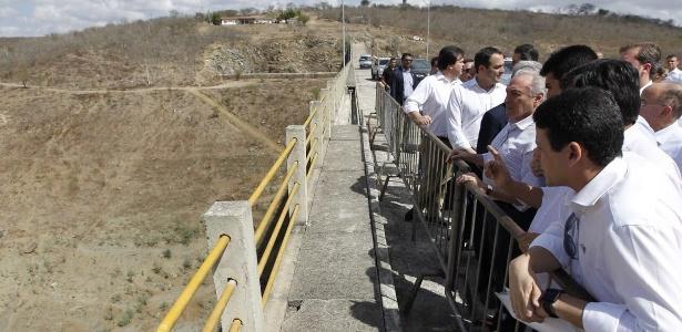 Em Pernambuco, presidente Michel Temer faz vistoria na barragem de Jucazinho