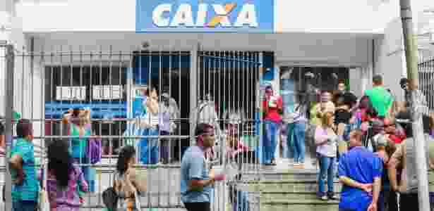 Fila em agência da Caixa - Edson Lopes Jr./UOL - Edson Lopes Jr./UOL