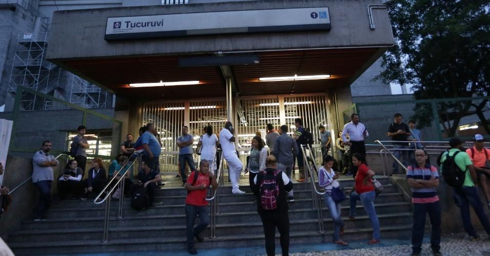 15.mar.2017 - Estação Tucuruvi, Linha 1-Azul, em São Paulo (SP), amanhece fechada nesta quarta-feira (15), durante paralisação dos metroviários que aderiram ao Dia Nacional de Mobilização contra a reforma da Rrevidência e Trabalhista