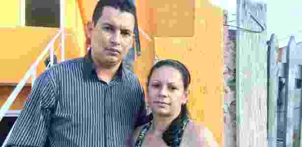 O casal Carlos Eduardo e Ana Paula, da Cidade Industrial, em Curitiba - Janaina Garcia/UOL - Janaina Garcia/UOL