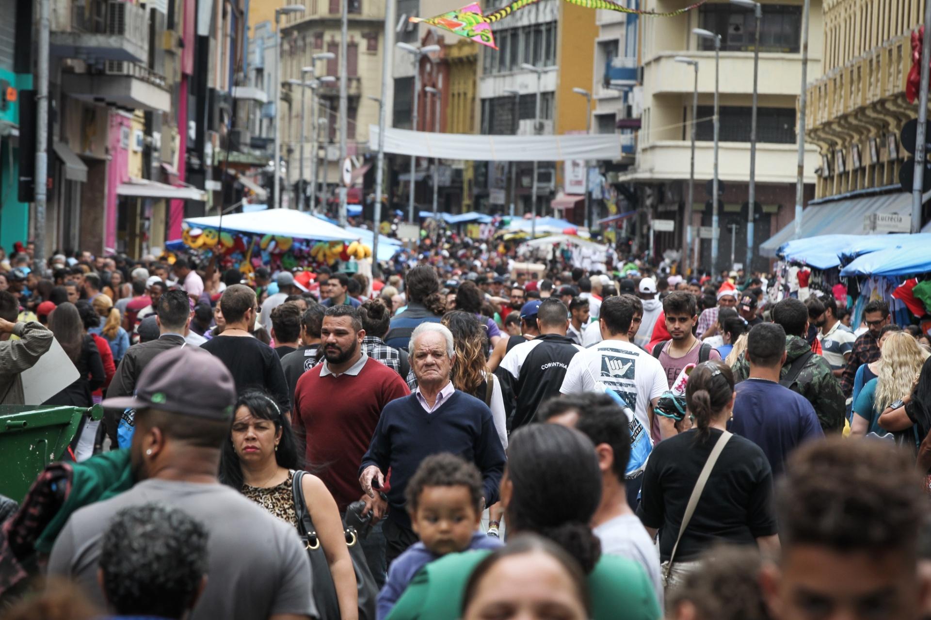 7e9452338 Quer evitar a multidão na 25 de Março  Veja lojas que vendem pela internet  - 28 12 2018 - UOL Economia