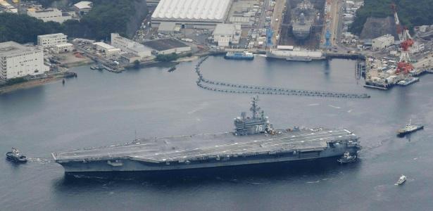 16.mai.2017 - O porta-aviões USS Ronald Reagan deixa o porto em Yokosuka, no Japão
