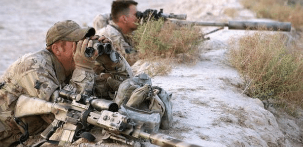 Equipe de atiradores canadenses em ação no Afeganistão