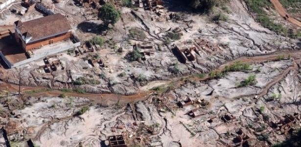 Lama com rejeito percorreu mais de 600 km; na imagem acima, Gesteira, distrito rural de Barra Longa soterrado pela avalanche - Felipe Werneck/Ascom/Ibama