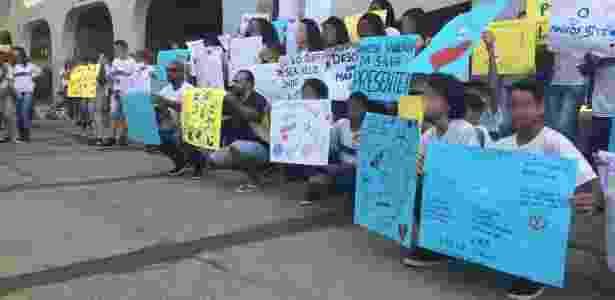 Estudantes fazem ato para lembrar morte do estudante Marcos Vinícius - UOL - UOL