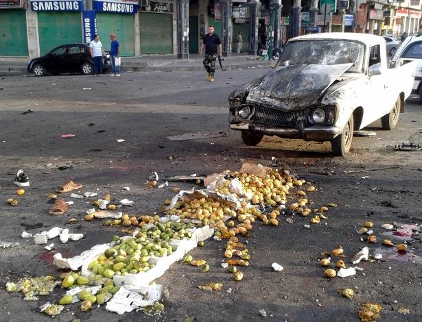 25.jul.18 - Frutas jogadas pelo chão após explosão de bomba em Sweida, sul da Síria