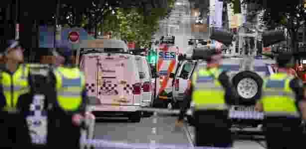 9.nov.2018 - Polícia isola área onde um homem esfaqueou três pessoas, em Melbourne, na Austrália - Bai Xue/Xinhua