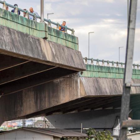 Viaduto da pista expressa da Marginal Pinheiros cedeu, ocorrendo deslocamento da pista - Marcelo Goncalves/Sigmapress/Estadão Conteúdo