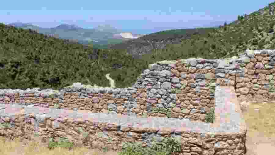 A cidade perdida de Tenea foi descoberta em outubro passado no Peloponeso, na Grécia - BBC/JESSICA BATEMAN