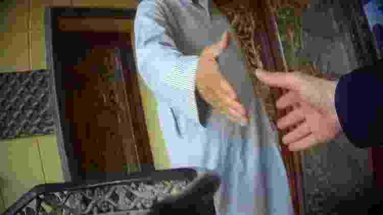 A equipe da BBC gravou conversas com vendedores de empregadas domésticas no Kuwait - BBC