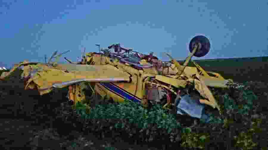 Avião caiu enquanto carregava mais de 1,3 mil litros de líquido rosa para ser usado em chá de revelação - Divulgação/Turkey Fire Report