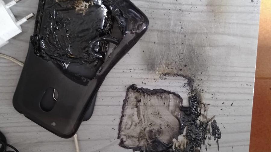 Aparelho Moto G4 Play explodiu enquanto era carregado e feriu mulher em Salto (SP) - Arquivo pessoal