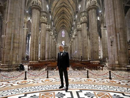 Coronavírus: Live de Andrea Bocelli na catedral de Milão alcança ...