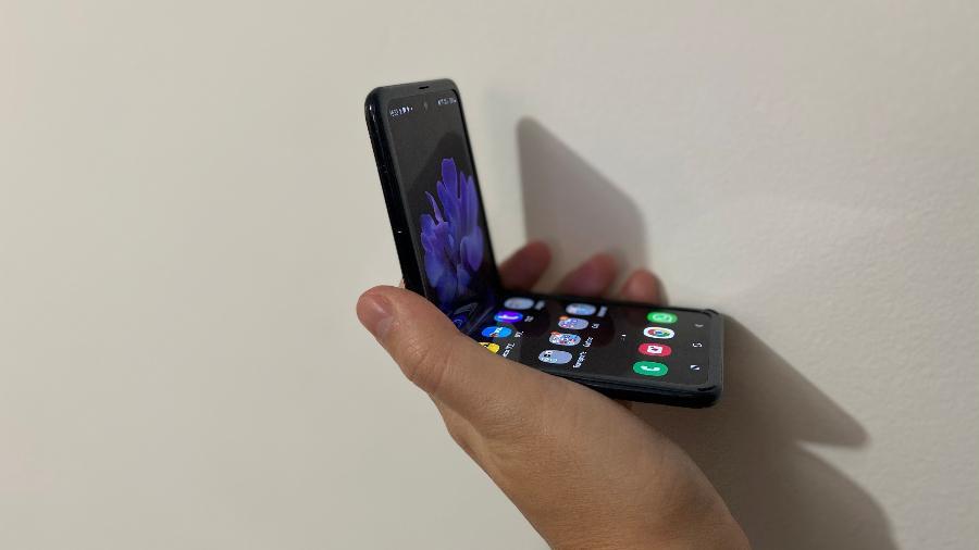 Galaxy Z Flip lançado em 2020; no evento de 11 de agosto, os destaques devem ser os dobráveis - Gabriel Francisco Ribeiro/UOL