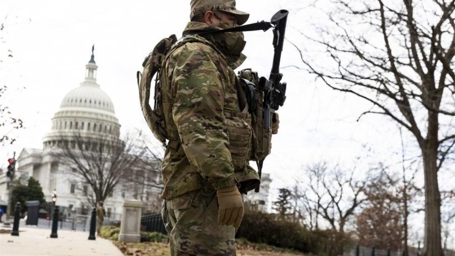 No lugar do mar de 200 mil pessoas, Biden verá as fardas verdes camufladas dos 25 mil agentes da Guarda Nacional - EPA