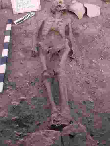 Esqueleto foi encontrado intacto na cidade milenar próximo a Luxor (Egito) - Divulgação/Reuters - Divulgação/Reuters