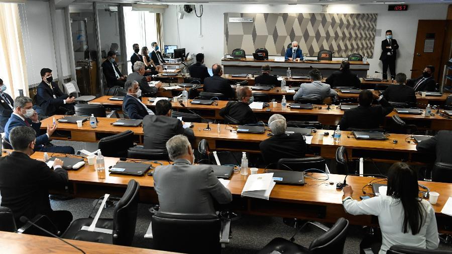 """CPI da Covid: governo torce para """"dar em nada""""; população quer que ela traga mais vacinas -"""