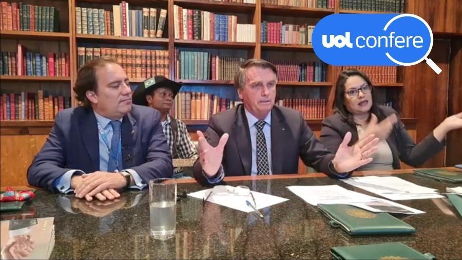 1º.jul.2021 - O presidente Jair Bolsonaro em live ao lado do presidente da Caixa, Pedro Guimarães - Reprodução/YouTube Jair Bolsonaro